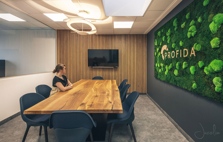 Mooswand-Meetingroom-Profida Buero-NATURALDESIGN.at